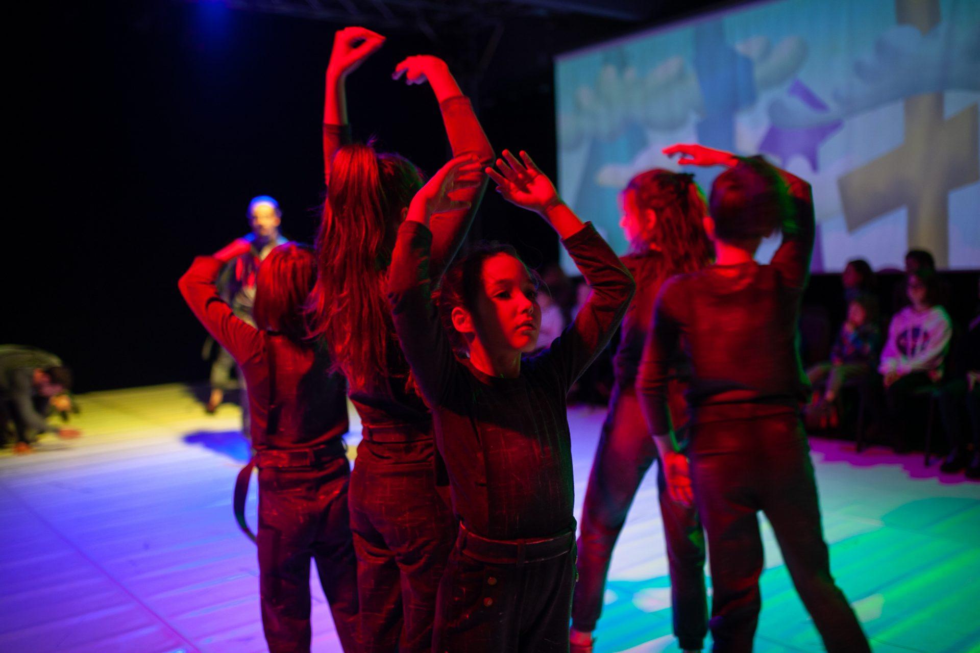 Producția anului la CNDB este un spectacol pentru copii de toate vârstele: Val și Cetatea Sufletelor – după volumul omonim de Ana Alfianu