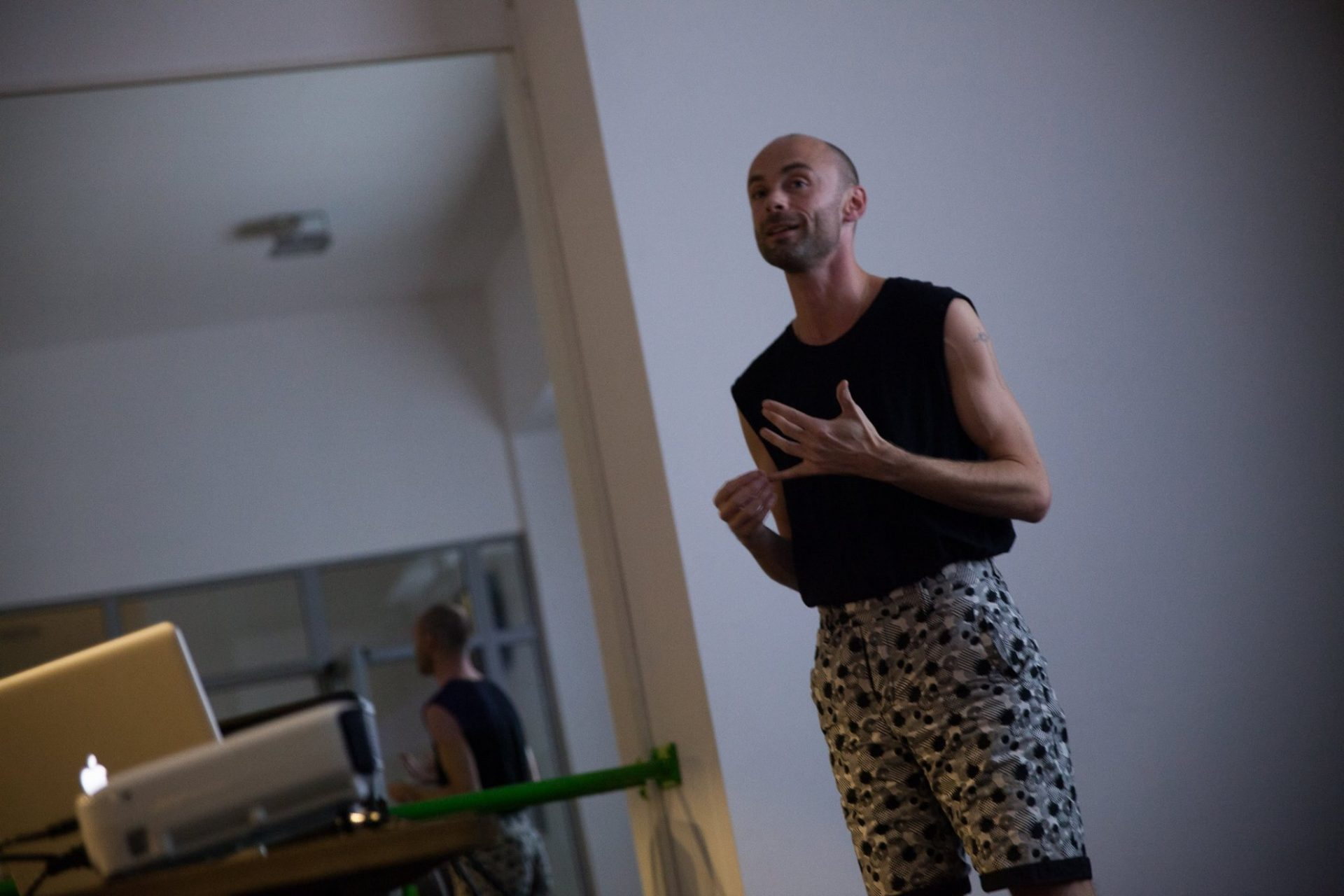 Andrew Kerton // Prezentare artist